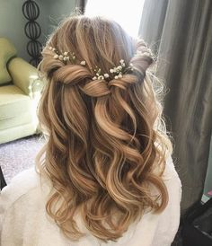 Prom hair, bridesmaid hair ve hair styles. Prom Hairstyles For Long Hair, Flower Girl Hairstyles, Down Hairstyles, Hairstyle Wedding, Curly Bridesmaid Hairstyles, Updo Hairstyle, Curled Hairstyles For Medium Hair, Hairstyle Ideas, African Hairstyles