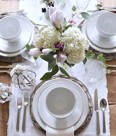 A Simple Easter Tablescape - Decor Gold Designs