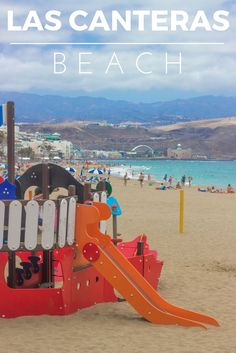 Las Canteras beach is one of the main reasons why I love the city of Las Palmas (the capital of Gran Canaria). This urban beach is always buzzing with people looking for sunshine, sea, beach, and something to eat. It´s a place where you want to be!