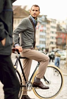 streetstyle: Rolled cuffs are OK on this outfit...he is riding a bike after all. =P