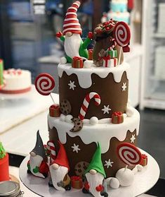 christmas elf cake – cake art – All About Christmas Christmas Themed Cake, Christmas Cake Designs, Christmas Cake Decorations, Christmas Cupcakes, Christmas Sweets, Holiday Cakes, Noel Christmas, Christmas Baking, Simple Christmas