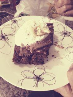 Intervalo do jogo...brownie c sorvete....uhmmmm!!!!