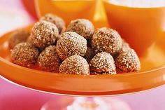 Take your taste-buds on a journey with these authentic chickpea falafel balls. Delicious Vegan Recipes, Raw Food Recipes, Baking Recipes, Vegetarian Recipes, Low Carb Beans, Falafel Recipe, Lebanese Recipes, Lebanese Cuisine, Health