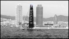 Between the towers. Hugo Boss, en la salida de la Barcelona World Race 2014/2015