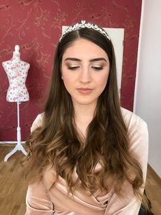 Soft Glam Bridal Look  Check out my YouTube Channel to see this Makeup Tutorial 🔽 #bridal #makeuptutorial #makeupideas #glamlook #weddingmakeup #naturalmakeup #Makeup #beauty #makeupartist #mua #fashion #makeuptutorial #love #like #hair #photography #skincare #makeuplover #beautiful #maquiagem #model #wedding #cosmetics #makeupaddict #lashes #style #follow #instagood #hudabeauty #lipstick #eyeshadow #makeupoftheday #makeupideas #instamakeup #weddingphoto Bride Makeup, Glam Makeup, Insta Makeup, Glam Look, Peach Eyeshadow, Make Up Tricks, Hair Photography, Glowy Skin, Spring Makeup