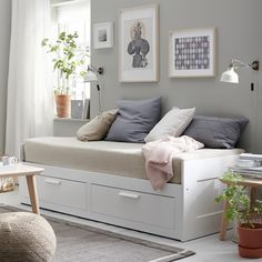 :: ikea brimnes daybed :: guest bedroom :: home office :: black and white :: gre.:: ikea brimnes daybed :: guest bedroom :: home office :: black and white :: grey and white :: colorful Cama Ikea, Large Cushion Covers, Large Cushions, Hemnes Bed, Lit Banquette 2 Places, Daybed Room, Ikea Daybed, Ikea Beds, Small Bedrooms