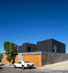 T38studio builds three trapezoidal-prisms house in mexico
