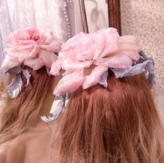 Every woman there are days when she should be the center of the holiday, the center of the universe and the center of outer beauty!  I always will be able happy to help!..  With this bridal headpiece you will not forget!  Realistic rose of the most expensive natural Japanese silk!  Each petal I cut and dyed, then I was treated with great inspiration, I have this bunch the petals together in a harmonious Rose.  It looks gorgeous on any woman! Fit and blonde an