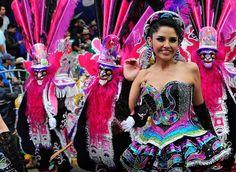 Danzas como la Morenada empapan el ambiente de folklore y color… | 13 Imágenes que demuestran que el Carnaval de Oruro es único