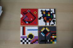 Posavasos inspirados en pintores surrealistas como Miróo Kandinsky. Están hechos con hama beads por Hama gifts  Coasters inspired by surrea...