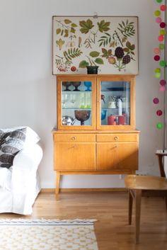 Living room - Vintage cupboard and plant chart - Vihreä Talo Retro Home Decor, Interior, Redecorate Bedroom, Home, Vintage Cupboard, House Interior, Vintage Living Room, Vintage Cabinets, Home And Living