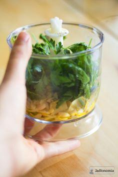 jadłonomia • przepisy wegetariańskie: Najprostsze i najlepsze pesto z pietruszki