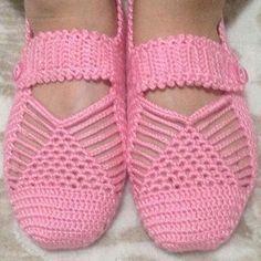 Best 12 Cute Summer Slippers Crochet F Crochet Sandals, Crochet Boots, Crochet Baby Booties, Crochet Slippers, Crochet Clothes, Crochet Slipper Pattern, Knitting Socks, Baby Knitting, Double Crochet