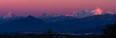 Mont Blanc en Violet - beautiful violet sunset looking onto Mont Blanc above Geneva Switzerland
