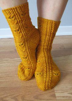 Owlie Socks - free pattern on Ravelry!!