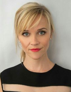 Reese Witherspoon Reese Witherspoon hairstyles for thin hair Medium Hair Styles, Curly Hair Styles, Hair Medium, Hairstyles For Medium Length Hair With Bangs, Medium Length Hair With Layers And Side Bangs, Over 40 Hairstyles, Haircuts With Bangs, Mi Long, Pixie Haircut