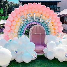 Rainbow First Birthday, Unicorn Birthday Parties, Birthday Kids, Balloon Garland, Balloon Decorations, Balloon Ideas, Picture Backdrops, Rainbow Balloons, Ideas Para Fiestas
