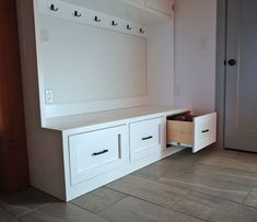 ana white The easiest way to build a mudroom bench with drawers. Free plans by Mudroom Bench Plans, Kitchen Storage Bench, Diy Storage Bench, Kitchen Benches, Laundry Room Storage, Entryway Bench With Storage, Closet Bench, Cubby Bench, Storage Beds