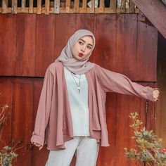 Casual Chic Outfits, Hijab Casual, Modest Fashion Hijab, Modern Hijab Fashion, Street Hijab Fashion, Hijab Fashion Inspiration, Hijab Chic, Muslim Fashion, Minimal Fashion