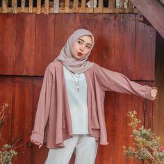 Hijab Fashion Summer, Modest Fashion Hijab, Modern Hijab Fashion, Street Hijab Fashion, Casual Hijab Outfit, Muslim Fashion, Minimal Fashion, Ootd Fashion, Hijab Chic