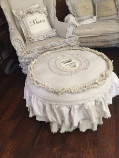 Chic Muebles shabby chic ottoman slip cover by dovesanddahlias on Etsy Shabby Chic Ottoman, Shabby Chic Chairs, Shabby Chic Kitchen Decor, Shabby Chic Furniture, Look Vintage, Vintage Design, Shabby Vintage, Vintage Lace, Shabby Chic Mode
