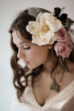 Milk and Honey Photography Foto Glamour, Floral Headpiece, Floral Headbands, God Is Good, Flower Crown, Flower Art, Flowers In Hair, Her Hair, Flower Power