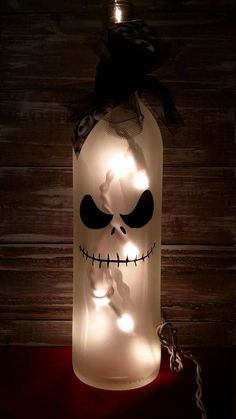 21 Lamp Decoration Ideas For A Sparkly Halloween - - Easy Halloween Crafts, Diy Halloween Decorations, Holiday Crafts, Bottle Decorations, Halloween Wine Bottles, Wine Bottle Crafts, Wine Bottle Lamps, Bottle Lights, Beer Bottle