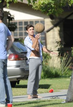 And doing basketball tricks: | The 40 Most Divine Things Zac Efron Did In 2013