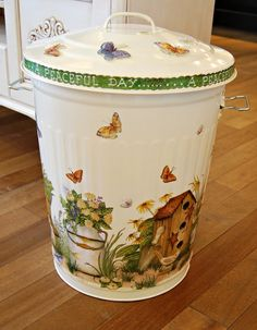 Decoupage the trash can - would make a great Clothes hamper Tole Painting, Painting On Wood, Painted Trash Cans, Handmade Crafts, Diy Crafts, Craft Projects, Projects To Try, Cake Dome, Decoupage Vintage