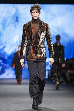 Etro Fashion Show Menswear Collection Fall Winter 2017 in Milan