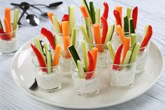 Cold appetizers in glasses with cheese and vegetables: the .- Antipasti freddi nei bicchierini con formaggio e verdure: la ricetta per finger … Cold appetizers in glasses with cheese and vegetables: the recipe for savory finger food - Cold Appetizers, Finger Food Appetizers, Appetizers For Party, Appetizer Recipes, Savoury Finger Food, Brunch, Healthy Snacks, Healthy Recipes, Party Finger Foods