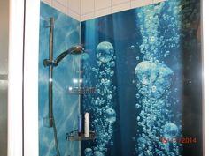 Aus seiner Dusche ein Designerstück machen! Mit bedruckten Rückwänden aus Alu-Verbund, Acryl oder Glas von Schön und Wieder!   #Duschrueckwand #SchoenundWieder