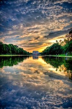 Sunset at Lincoln Memorial, Washington - repinned by www.earthangel-family.de