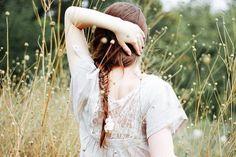 Alguns sentem vida, sentem beleza, sentem amor, com doses de conta-gotas. Eu, não: é uma chuvarada dentro de mim.