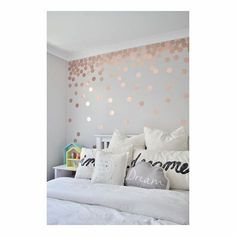 31 Beautiful Rose Gold Bedroom Design To Inspire You - Dlingoo Rose Gold Rooms, Bedroom Ideas Rose Gold, Rose Gold Bedroom Accessories, Rose Gold And Grey Bedroom, Rose Bedroom, White Bedroom, Little Girl Rooms, My New Room, Dorm Room
