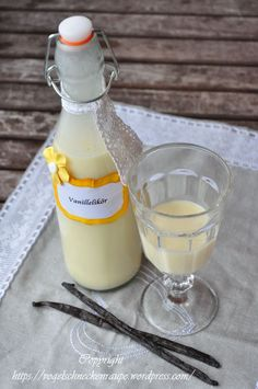 Sahniger Vanillelikör For a long time I wanted to venture on the liqueur production. This is my variant of a vanilla liqueur. creamy vanilla liqueur Ingredients: 150 g white couverture 80 g sugar 1 egg 1 vanilla … Vodka Cocktails, Cocktail Drinks, Alcoholic Drinks, Beverages, Vanilla Liqueur, Homemade Liquor, Grill Party, Taste The Rainbow, Christmas Cocktails