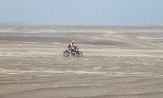 Moto #32 en las dunas de Ica/Perú.