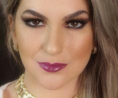 A maquiagem clássica com batom Açaí para colorir o seu look