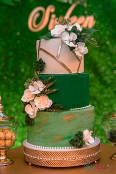 Green + White + Gold Floral Cake from a Glamorous Tropical Sweet 16 Birthday Par. Sweet 16 Birthday, 16th Birthday, 1st Birthday Parties, Girl Birthday, Birthday Cake, Birthday Quotes, Happy Birthday, Hawaiian Birthday, Husband Birthday