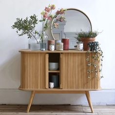 Practical and pleasing to the eye, this Scandinavian style contemporary sideboard will look lovely in your home. It offers lots of useful storage. Deco Buffet, Home Interior, Interior Design, Sliding Doors, Sliding Table, Credenza, Sideboard Cabinet, Pure Products, Nice