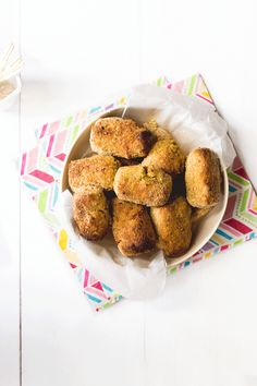 These bean and veggie nuggets are made using cannelloni beans, carrots, courgette, egg, cheese & breadcrumbs. Perfect for kids & for BLW (baby led weaning) Kids Cooking Recipes, Baby Food Recipes, Vegan Recipes, Picnic Recipes, Toddler Meals, Kids Meals, Toddler Food, Healthy Foods To Eat, Healthy Eating