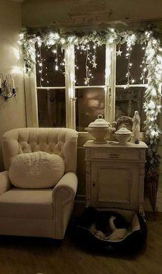 Classy Christmas Window Decor Ideas That Looks Elegant 27