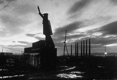 Bonus - Saluting Robo-Lenin from Magnitorsk, 1931