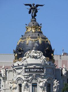 Cúpula del edificio Metrópolis de Madrid. Spain.