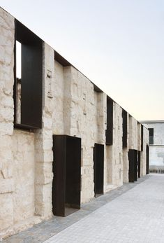 Stone and corten facade - Can Ribas by Jaime J. Ferrer For?s - Palma de Mallorca, Spain Architecture Design, Gothic Architecture, Contemporary Architecture, Windows Architecture, Installation Architecture, Industrial Architecture, Building Architecture, Design Exterior, Interior And Exterior