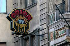 Már csak halványuló emlék a Főz-Süt-Fűt. Sajnos egyre hosszabb az eltűnt neonreklámok listája, és egyre rövidül a még meglévőké. Budapest Hungary, Old Pictures, Historical Photos, Marvel, Neon, History, 3, Mixer, Childhood
