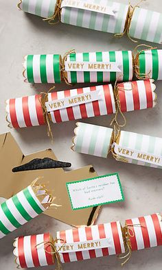 Start your holiday party off with a pop courtesy of these Christmas crackers. Winter Christmas, Christmas Holidays, Christmas Crafts, Christmas Things, Happy Holidays, Christmas Ideas, Office Christmas, Christmas Brunch, Rustic Christmas