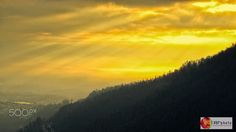 Despuntando el día - Amanecer com vista del cerro Auqui, Quito, Ecuador. // Dawn with view of Auqui hill, Quito, Ecuador.