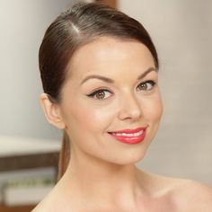 Pin for Later: 8 Holiday Beauty How-Tos For a Festive Season Winged Eyeliner