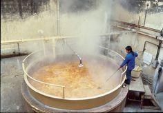 Un savon de Marseille fabriqué selon les méthodes traditionnelles de saponification...
